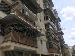 Apartamento En Ventaen Los Teques, Los Teques, Venezuela, VE RAH: 21-19786