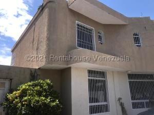 Townhouse En Ventaen Ciudad Bolivar, Paseo Meneses, Venezuela, VE RAH: 21-19871