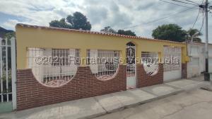 Casa En Ventaen Maracay, La Esmeralda, Venezuela, VE RAH: 21-19834