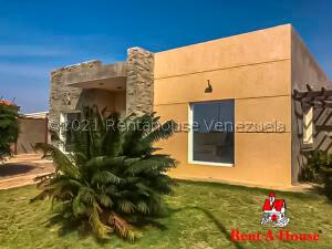 Casa En Ventaen Punto Fijo, Terrazas Club De Golf, Venezuela, VE RAH: 21-13593