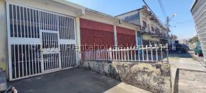 Local Comercial En Ventaen Acarigua, Centro, Venezuela, VE RAH: 21-19940