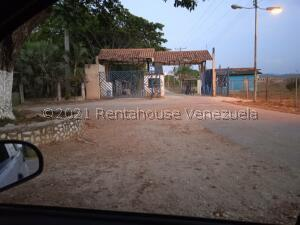 Terreno En Ventaen Municipio Libertador, Parroquia Tocuyito, Venezuela, VE RAH: 21-20128