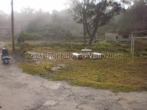 Terreno En Ventaen Parroquia Carayaca, El Pozo, Venezuela, VE RAH: 21-20557