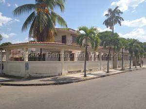 Casa En Ventaen Valencia, La Candelaria, Venezuela, VE RAH: 21-20247