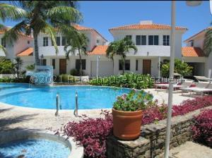 Townhouse En Ventaen Margarita, Playa El Angel, Venezuela, VE RAH: 21-21392
