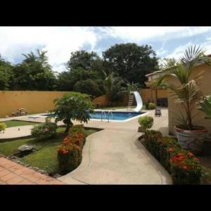 Casa En Ventaen Higuerote, Ciudad Balneario Higuerote, Venezuela, VE RAH: 21-20174
