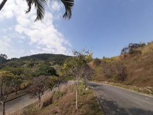Terreno En Ventaen Caracas, Municipio Baruta, Venezuela, VE RAH: 21-20204