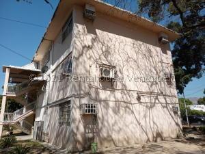Apartamento En Alquileren Maracay, Avenida Bolivar, Venezuela, VE RAH: 21-21280