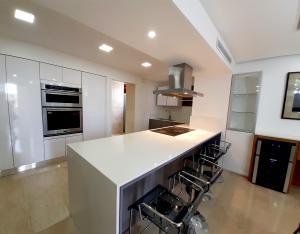 Apartamento En Alquileren Maracaibo, La Lago, Venezuela, VE RAH: 21-20307