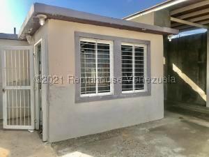 Casa En Ventaen Punto Fijo, Pedro Manuel Arcaya, Venezuela, VE RAH: 21-20381