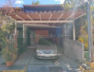 Townhouse En Ventaen Guarenas, Nueva Casarapa, Venezuela, VE RAH: 21-20363