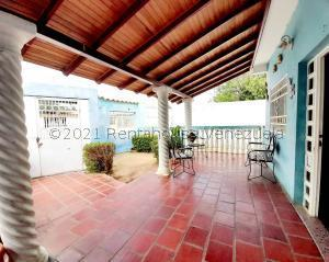 Casa En Ventaen Coro, Sector San Jose, Venezuela, VE RAH: 21-20489