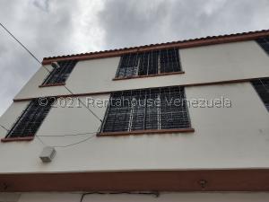 Apartamento En Alquileren Maracay, La Cooperativa, Venezuela, VE RAH: 21-20638