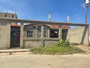 Casa En Ventaen Punto Fijo, Puerta Maraven - Mara Cardon, Venezuela, VE RAH: 21-20647