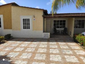 Casa En Ventaen Margarita, Sector San Lorenzo, Venezuela, VE RAH: 21-20685