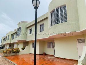 Townhouse En Ventaen Maracaibo, La Picola, Venezuela, VE RAH: 21-20728