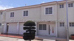 Townhouse En Alquileren Maracaibo, Francisco De Miranda, Venezuela, VE RAH: 21-20855
