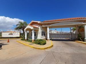 Townhouse En Ventaen Maracaibo, Lago Mar Beach, Venezuela, VE RAH: 21-20926