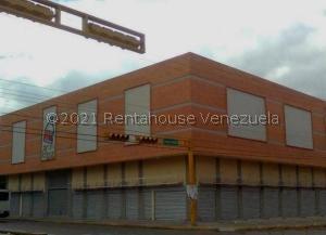 Local Comercial En Ventaen Maracay, El Centro, Venezuela, VE RAH: 21-20973