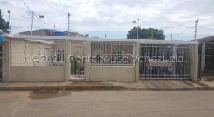 Casa En Ventaen Cabimas, Churuguara, Venezuela, VE RAH: 21-20995