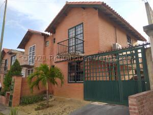 Townhouse En Ventaen Guatire, La Esperanza, Venezuela, VE RAH: 21-21029