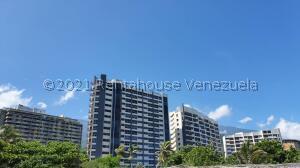 Apartamento En Ventaen Parroquia Naiguata, Camuri Grande, Venezuela, VE RAH: 21-21261