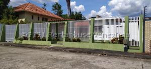 Casa En Ventaen Valencia, El Recreo, Venezuela, VE RAH: 21-21343
