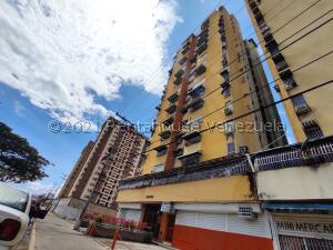Apartamento En Ventaen Maracay, Urbanizacion El Centro, Venezuela, VE RAH: 21-21334