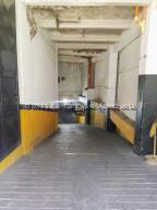 Local Comercial En Alquileren Caracas, Parroquia La Candelaria, Venezuela, VE RAH: 21-21342