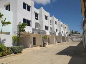 Townhouse En Ventaen Cabimas, Ambrosio, Venezuela, VE RAH: 21-21368