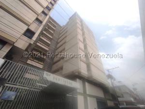 Apartamento En Ventaen Maracay, Zona Centro, Venezuela, VE RAH: 21-21428