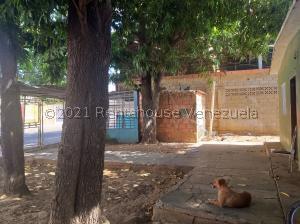 Terreno En Ventaen Maracaibo, Barrio Los Olivos, Venezuela, VE RAH: 21-21438