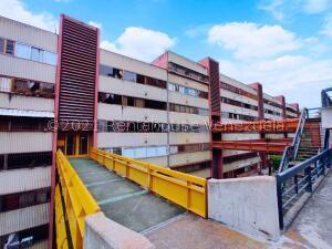 Apartamento En Ventaen San Antonio De Los Altos, La Rosaleda, Venezuela, VE RAH: 21-21535