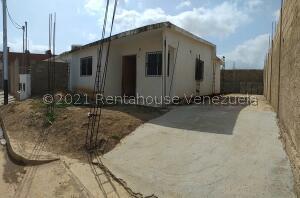 Casa En Ventaen La Vela De Coro, Intercomunal Coro La Vela, Venezuela, VE RAH: 21-21501
