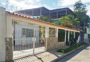 Casa En Ventaen Barcelona, Contry Club, Venezuela, VE RAH: 21-21517