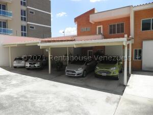 Townhouse En Ventaen Valencia, Trigal Norte, Venezuela, VE RAH: 21-21522