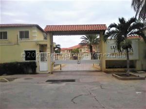 Casa En Ventaen Margarita, Avenida Bolivar, Venezuela, VE RAH: 21-21540
