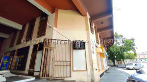 Local Comercial En Ventaen Maracay, Zona Centro, Venezuela, VE RAH: 21-21764
