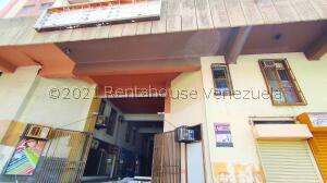 Local Comercial En Ventaen Maracay, Zona Centro, Venezuela, VE RAH: 21-21770
