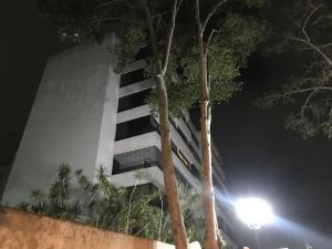 Apartamento En Alquileren Caracas, La Alameda, Venezuela, VE RAH: 21-21784