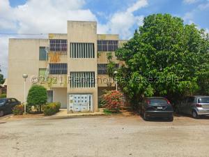 Apartamento En Ventaen Municipio San Francisco, La Coromoto, Venezuela, VE RAH: 21-21807