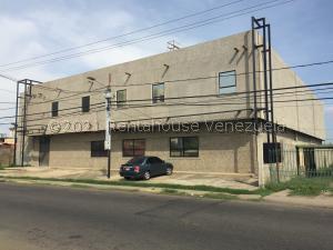 Edificio En Ventaen Ciudad Ojeda, Cristobal Colon, Venezuela, VE RAH: 21-21812