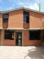 Townhouse En Ventaen Guarenas, Nueva Casarapa, Venezuela, VE RAH: 21-21892
