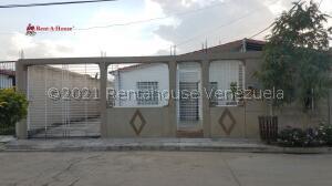 Casa En Ventaen Santa Cruz De Aragua, Jardines De Turagua, Venezuela, VE RAH: 21-21931