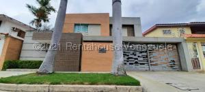 Townhouse En Ventaen Valencia, Las Clavellinas, Venezuela, VE RAH: 21-21968