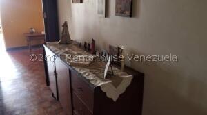 Apartamento En Ventaen Maracaibo, Santa Rita, Venezuela, VE RAH: 21-21971