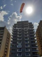 Apartamento En Ventaen Parroquia Caraballeda, Tanaguarena, Venezuela, VE RAH: 21-21994