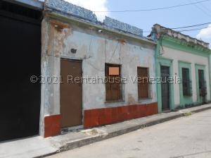 Casa En Ventaen Valencia, Avenida Bolivar Norte, Venezuela, VE RAH: 21-22115