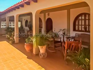 Casa En Ventaen Punto Fijo, Judibana, Venezuela, VE RAH: 21-9545