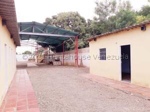 Local Comercial En Ventaen Coro, Sector San Jose, Venezuela, VE RAH: 21-22110
